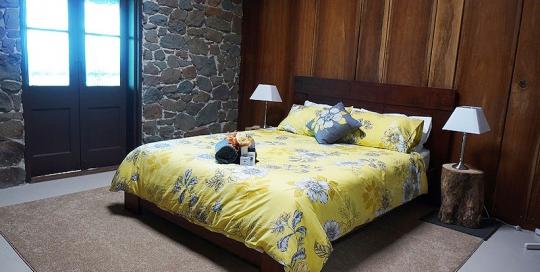 4c_BedroomStoneHouse